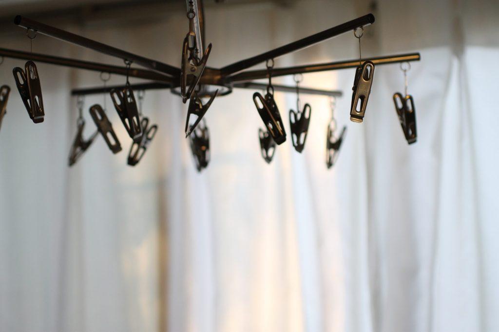 乾いた洗濯物が山積みになるメカニズム。