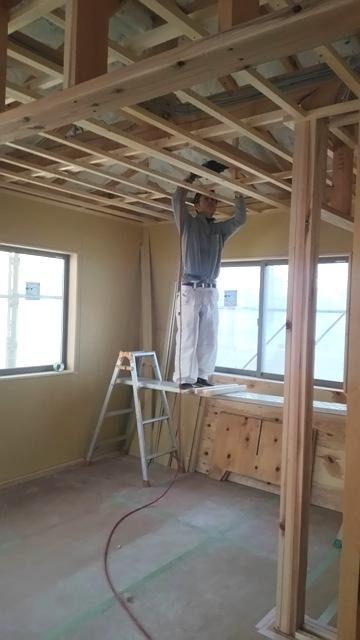 「方形屋根の家」~木工事が進行中~
