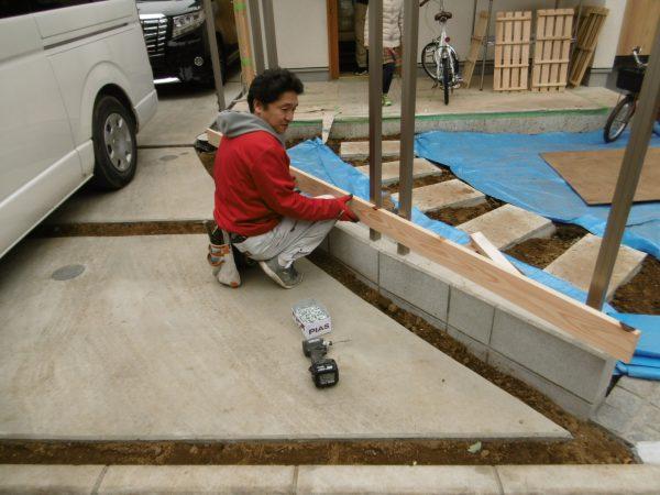 「和瓦と庭々の家」~板塀工事~