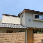 和瓦と庭々の家