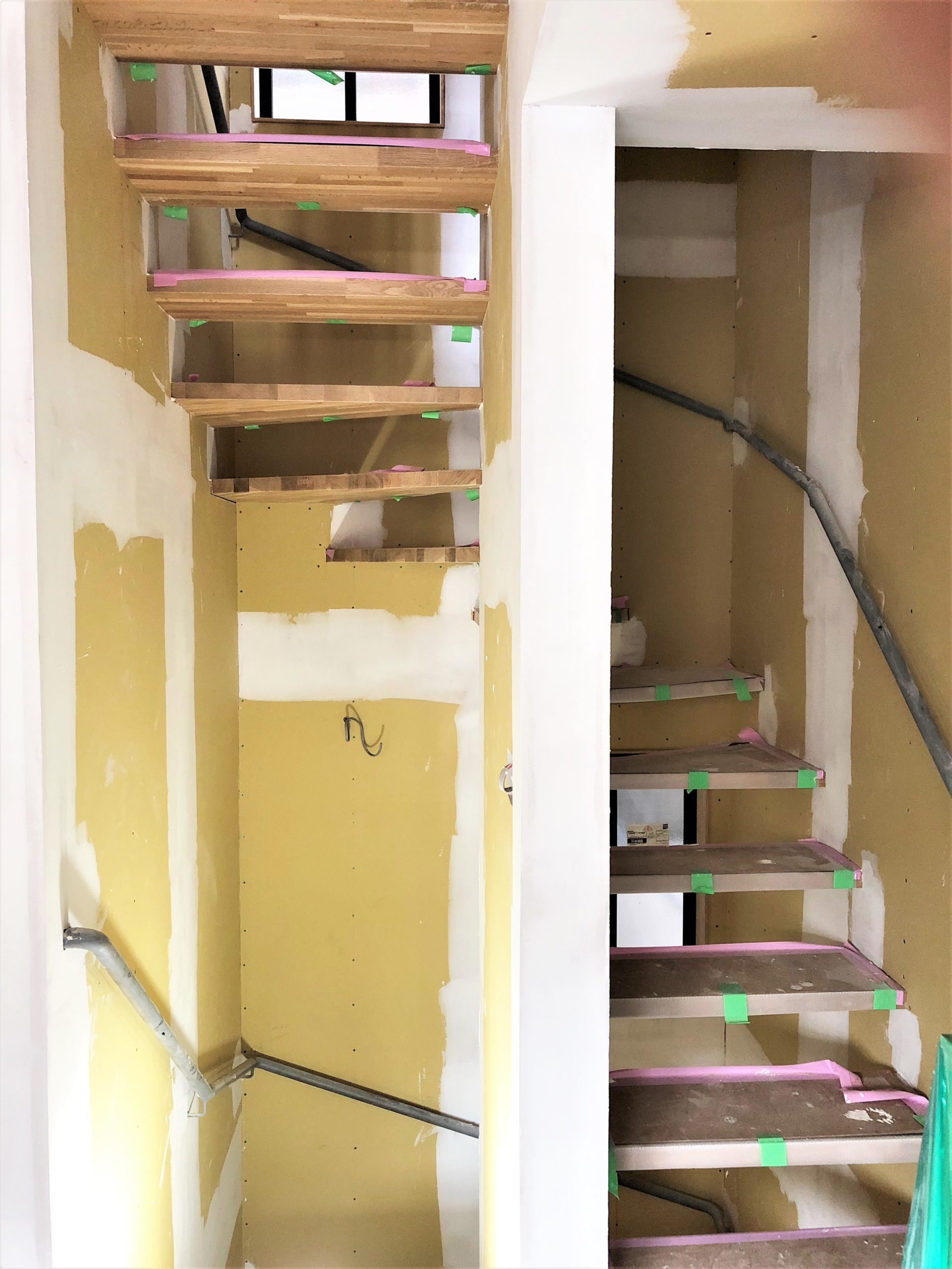 廻り階段と手摺 ~木工事~